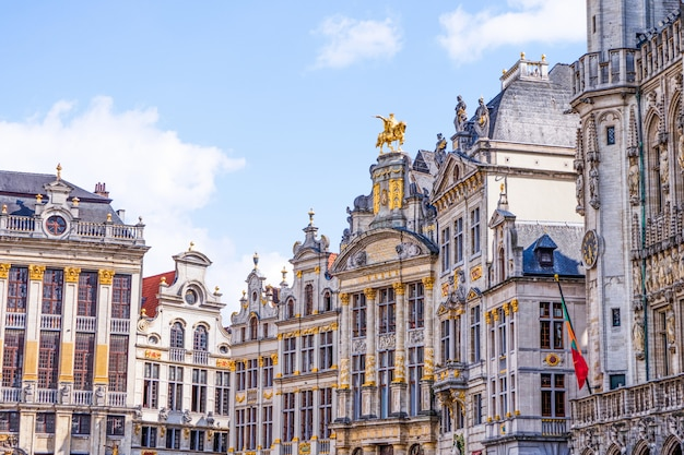Facciata delle costruzioni di grand place bruxelles, belgio