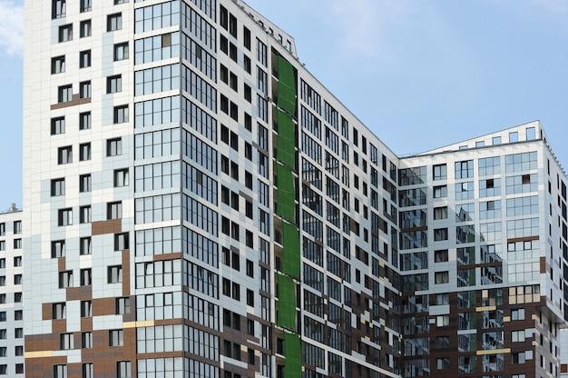 Facciata di un nuovo edificio residenziale