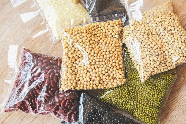 Fagioli cereali legumi piselli lenticchie in confezione alimentare cibo secco con soia di soia occhio nero pisello mung e fagiolo rosso, cibo non deperibile