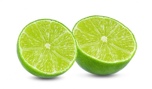Fagioli verdi della soia sulla vista superiore della parete bianca.