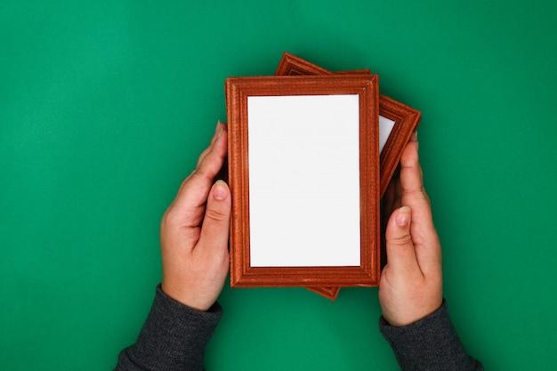 Fai da te. come realizzare una finestra invernale con motivi gelidi da cornici per foto e polvere di solfato di magnesio