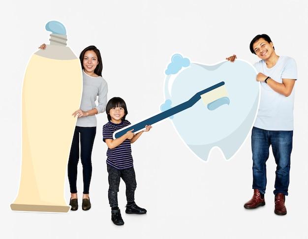Famiglia con buone cure dentistiche