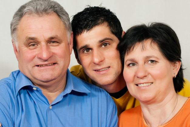 Famiglia con figlio adulto