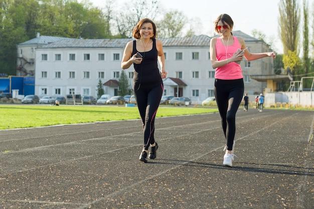 Famiglia di sport all'aria aperta e fitness