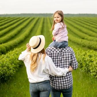 Famiglia in fattoria