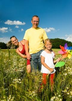 Famiglia nell'erba