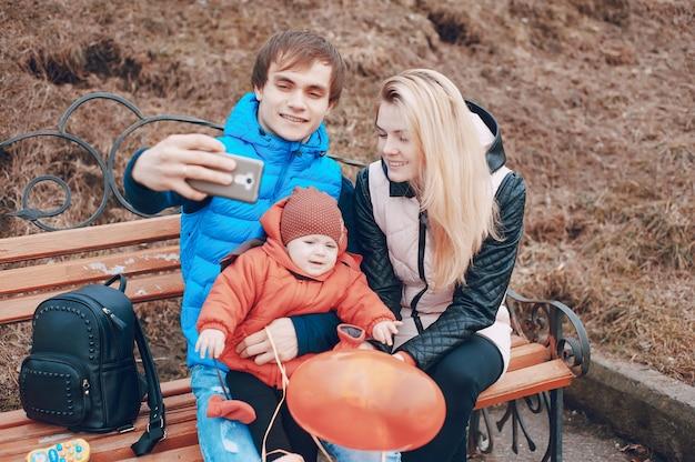 Famiglia su una passeggiata