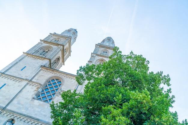 Famosa chiesa grossmunster a zurigo