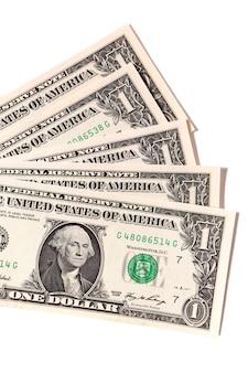 Fan disordinato di banconote da un dollaro degli stati uniti isolate contro bianco.
