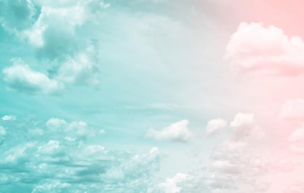 Fantasia e vintage nuvola dinamica e cielo con texture grunge