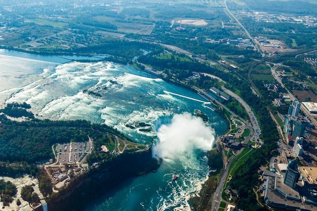Fantastiche vedute aeree delle cascate del niagara, ontario, canada