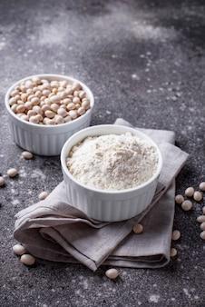 Farina di fagioli di soia senza glutine