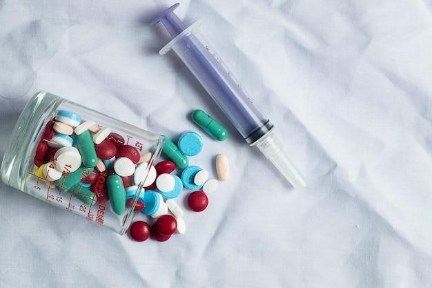Farmaci e siringhe mediche