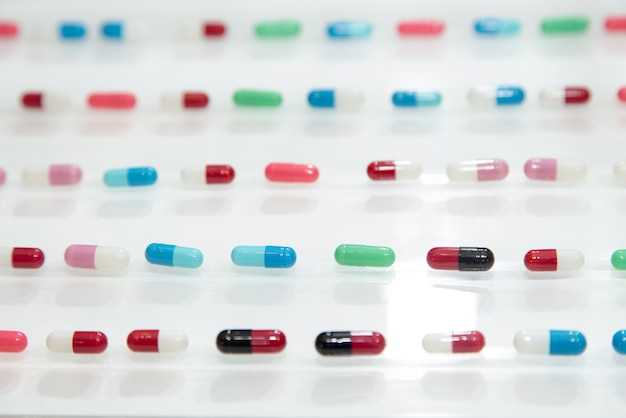 Farmaco, farmaci, farmaceutico, farmacia, pillole capsule rotonde, medicine