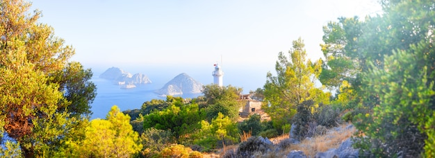 Faro di cape helidonia nel mar mediterraneo