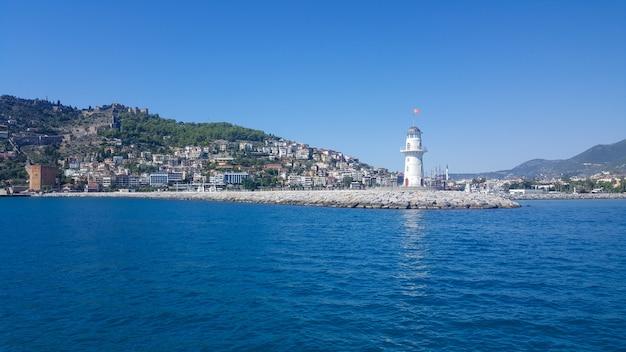 Faro nel porto