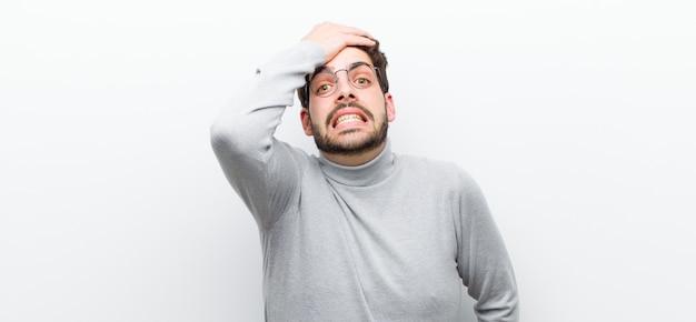 Farsi prendere dal panico per una scadenza dimenticata, sentirsi stressati, dover coprire un pasticcio o un errore
