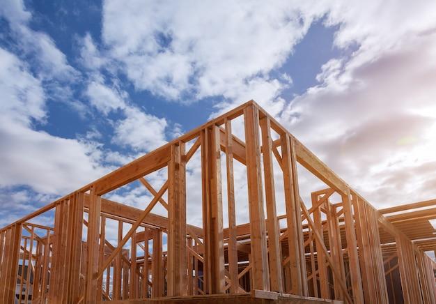 Fascio di inquadratura della nuova casa in costruzione costruzione del fascio di casa