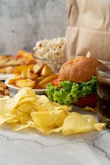 Fast food di primo piano sul tavolo