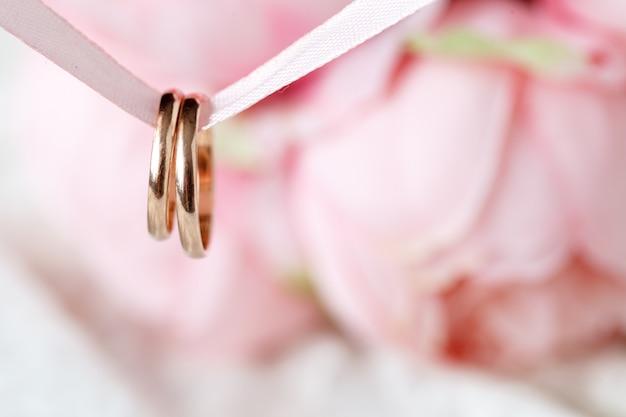 Fedi nuziali di fidanzamento, vista alta vicina
