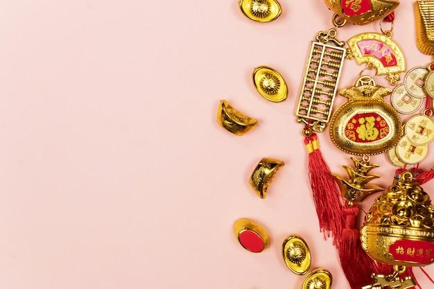 Felice anno nuovo cinese decorazione su uno sfondo rosa