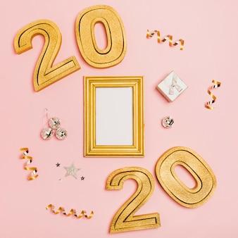 Felice anno nuovo con numeri 2020 e spazio copia mock-up