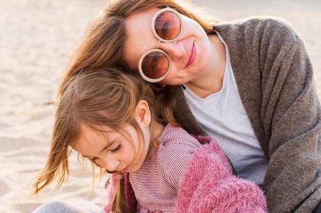 Felice bella madre e figlia