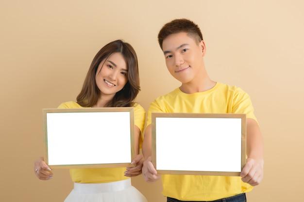 Felice coppia asiatica