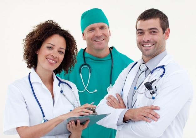Felice giovane squadra di medici