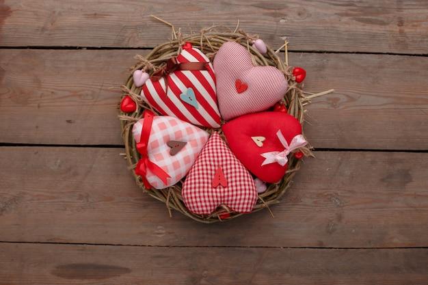 Felice san valentino amore celebrazione in stile rustico isolato.