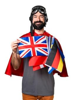 Felice supereroe con un sacco di bandiere