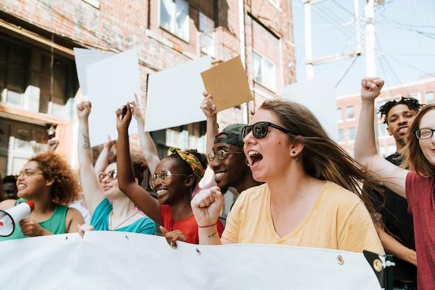 Femministe che lottano per i diritti delle donne