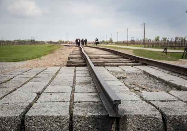 Ferrovia per il campo di concentramento tedesco di auschwitz ii, polonia.