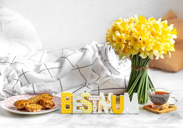 Festa della mamma, accogliente composizione di sfondo con fiori.