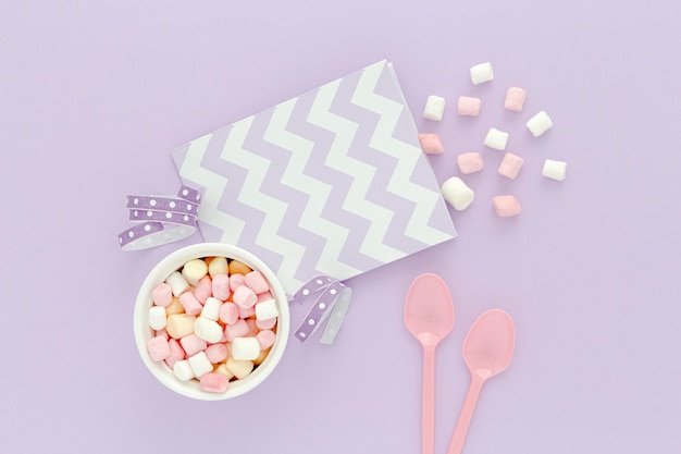 Festa di compleanno con gelatina sul tavolo