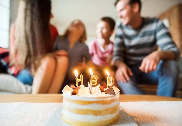 Festa di compleanno in famiglia a casa