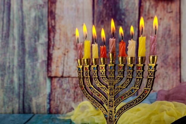 Festa ebraica hanukkah con menorah nel festival