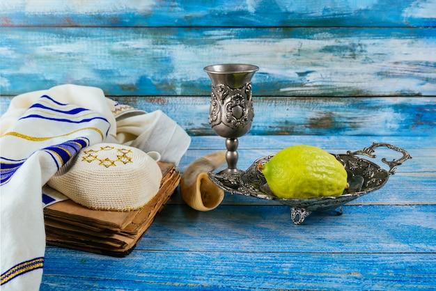 Festa rituale ebraica di sukkot nei religiosi ebrei
