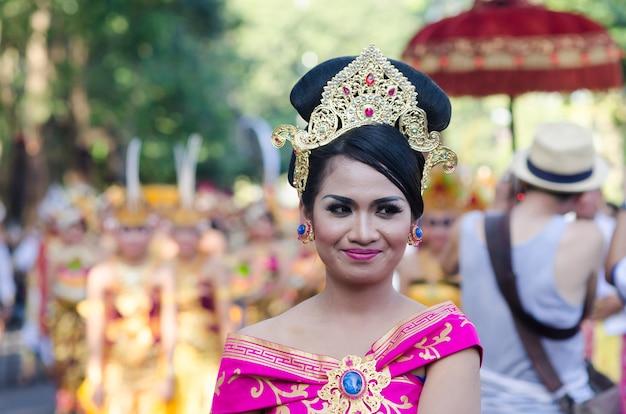 Festival balinese di danza in indonesia