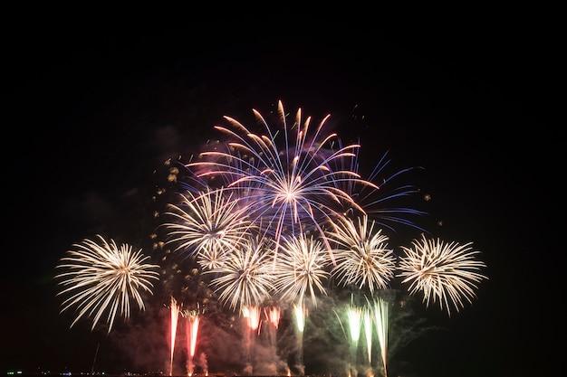 Festival dei fuochi d'artificio in tailandia