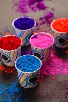 Festival indiano holi, colori in tazza