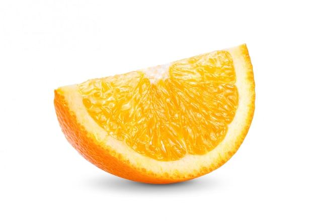 Fetta di frutta arancione isolata