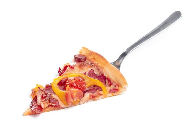 Fetta di gustosa pizza con verdure