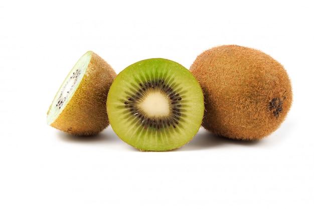 Fetta di kiwi e kiwi freschi