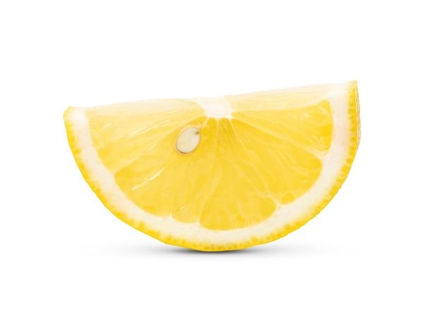 Fetta di limone isolato su sfondo bianco
