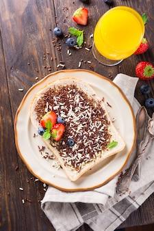 Fetta di pane con granelli di cioccolato hagelslag
