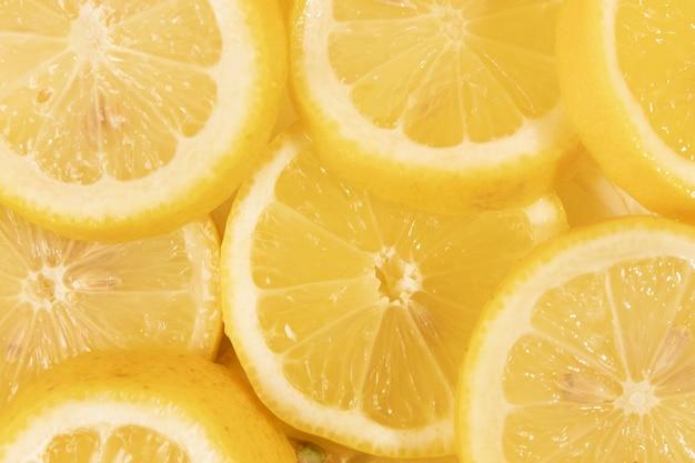 Fette deliziose del limone del primo piano