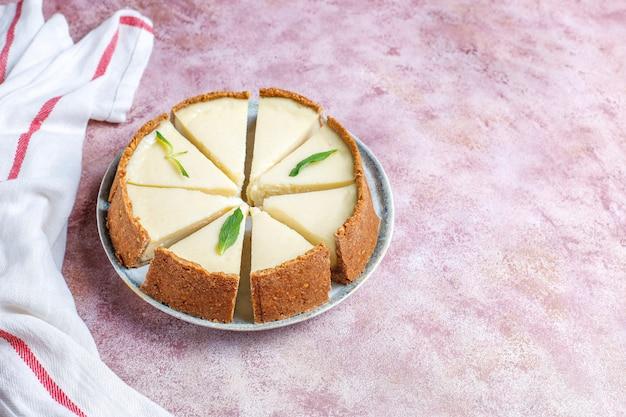 Fette di cheesecake di new york fatta in casa