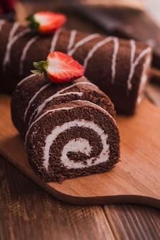Fette di gustoso dessert al cioccolato
