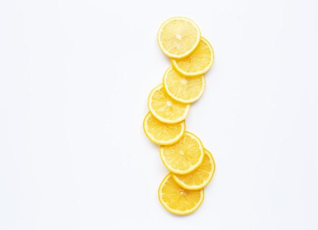 Fette di limone fresco